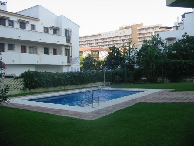 Apartamento playa playamar 1 dormitorio piscina y jardines for Piscina torremolinos