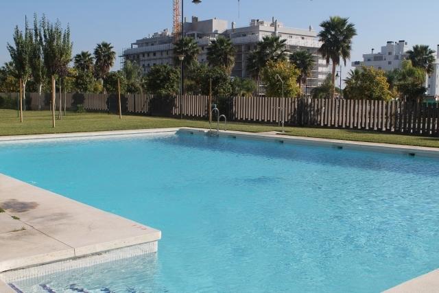Piso torremolinos playa 2 dormitorios piscina for Piscina torremolinos