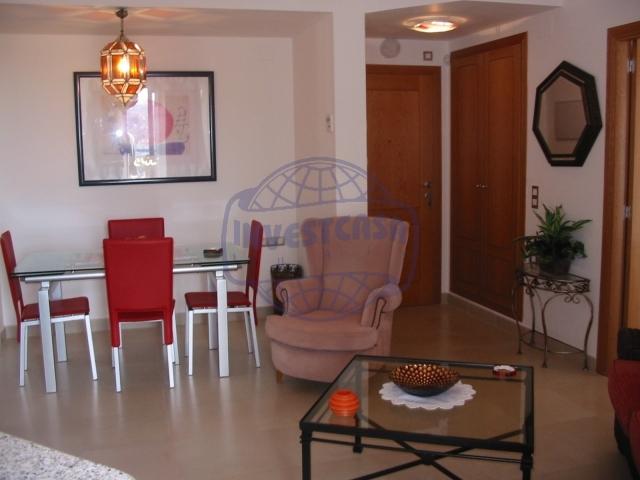 Pisos en benalm dena for Salones para pisos